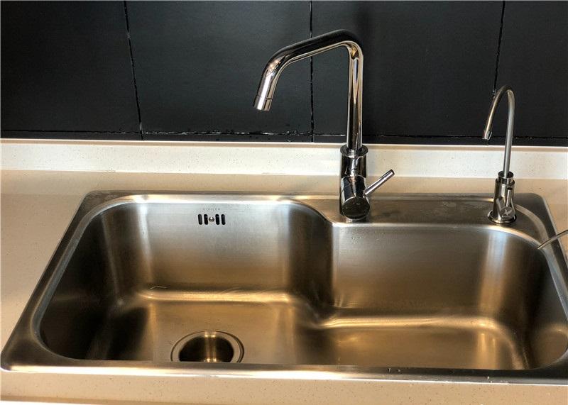厨房下水道堵了如何疏通 厨房下水道异味如何处理